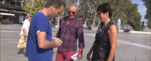 Il donne des billets de 500 euros à des inconnus