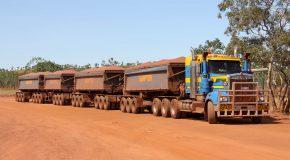 Les roadtrains ou les trains de la route en Australie, c'est incroyable!