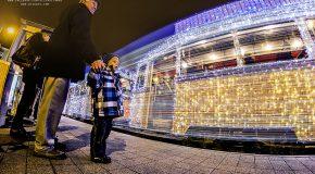 Magnifiques illuminations des trains, bus et tramways de Budapest pour Noël