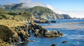 Highway 1 sur la côte pacifique et ses superbes paysages dans une documentation gratuite