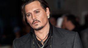 Johnny Depp, l'acteur Américain aux multiples rôles, dans une documentation complète
