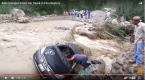 Une voiture tente de traverser une rivière en crue et fut emportée par les eaux