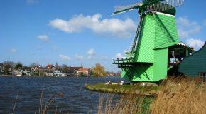 Balade dans la ville Néerlandaise Zaandam qui est bâtie sur la rivière Zaan