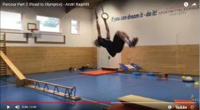 Il s'entraîne à skier en salle et c'est incroyable! Andri Ragettli est superbe!