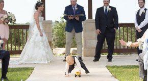 Les enfants durant les fêtes de mariage, ils sont juste fatigués!