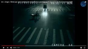 Un extraterrestre sauve la vie d'une personne sur la route