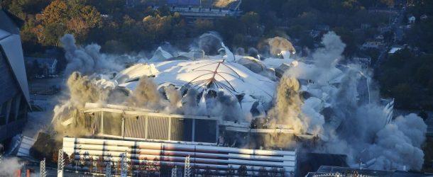 Le stade Georgia Dôme d'Atlanta USA est réduit en miettes