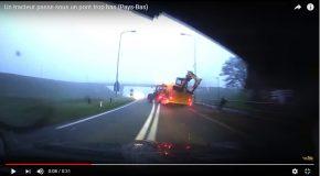 Un tracteur passe sous un pont trop bas, un accident insolite