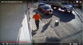 Une jeune fille frappée par un câble emporté par un camion
