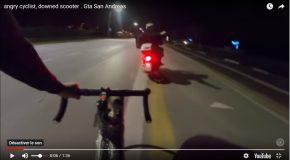 Un scootériste attaqué par les feux d'artifices lancés par un cycliste