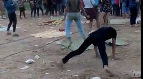 Des jeunes se défoulent en dansant comme des fous