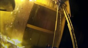 Un enfant jeté d'un immeuble en feu est rattrapé par un pompier