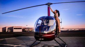 Elle a 22 ans et elle est pilote d'hélicoptère et instructrice de vol