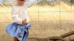 Une petite fille échappe à un danger!
