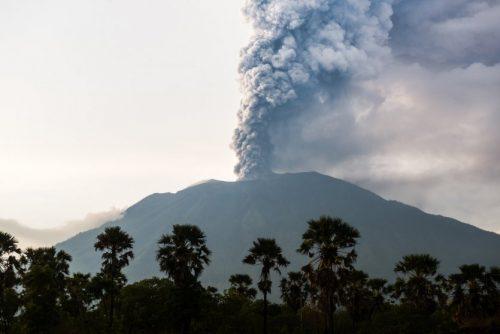 13094-10-volcans-actifs-dans-le