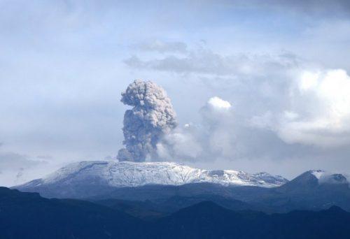 13089-10-volcans-actifs-dans-le