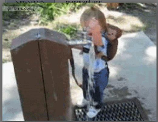 Quand les enfants veulent se mettre à la hauteur des grands, ça devient très amusant
