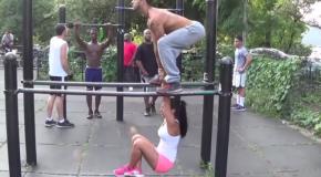 Un couple New-yorkais fait du sport dans la rue! C'est spectaculaire!