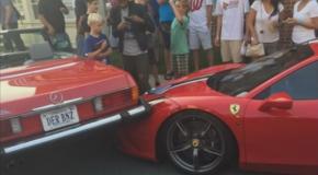 Une femme rate son créneau et abime un Ferrari 458 Speciale